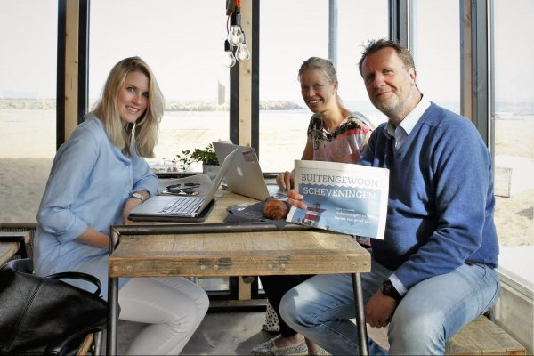 Team Stichting Marketing Scheveningen - Foto Anne de Rijk Presentatie Zomerkrant Buitengewoon Scheveningen - 10-6-2016