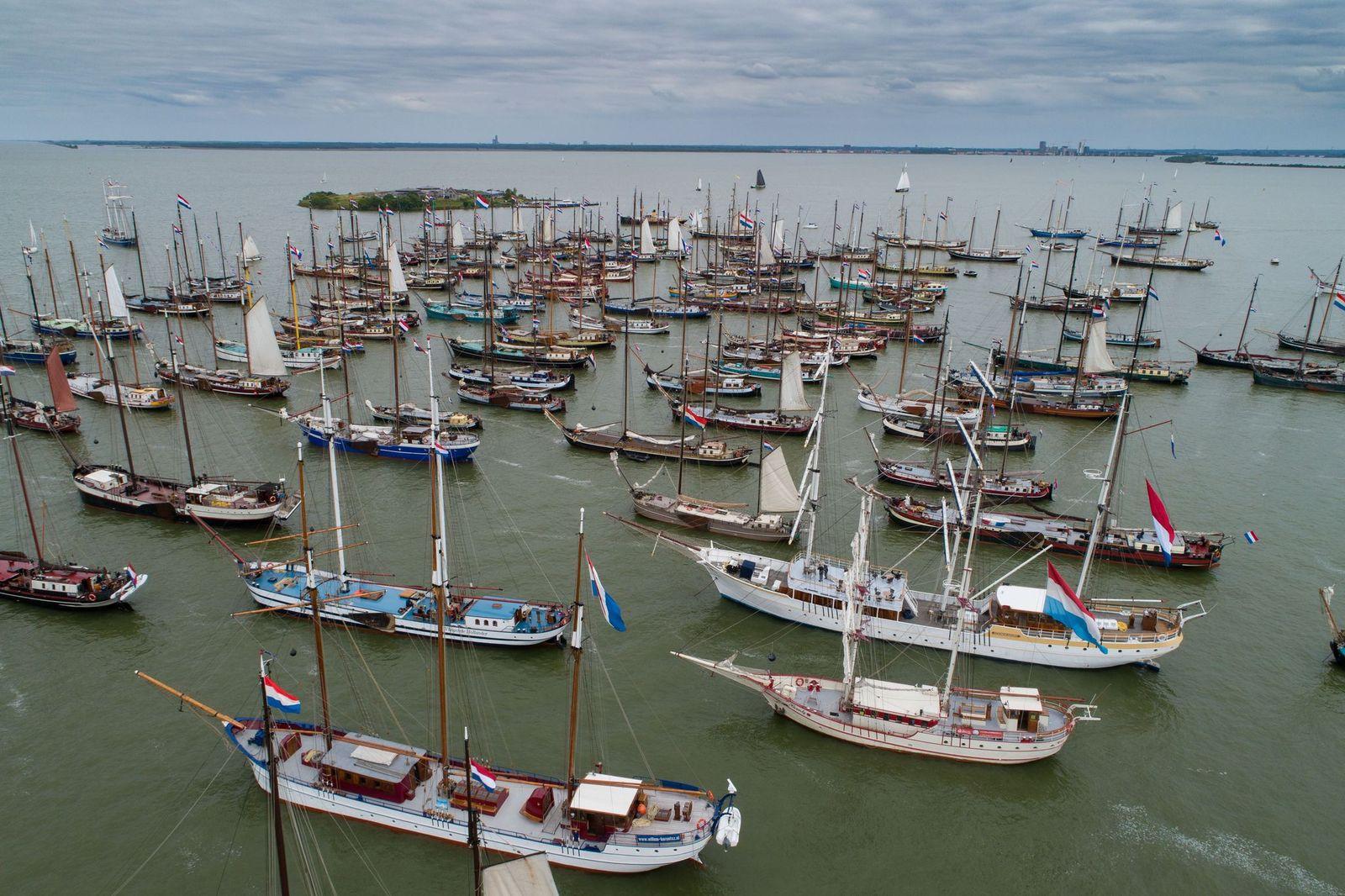 Watersport Media - Hollandsche Zeilvloot voor Pampus - Freddy Schinkel